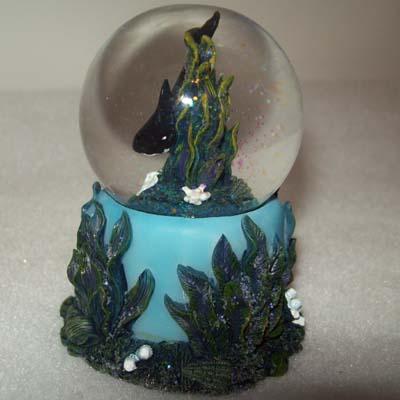 Seaworld Snow Globe Shamu On Blue Reef