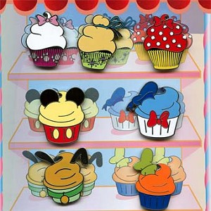 Disney 7 Pin Booster Set - Mickey and Friends - Character Cupcakes