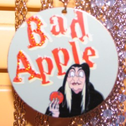 Disney Necklace - Evil Queen - Bad Apple