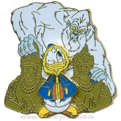 Disney Gold Card Pin - Expedition Everest - Donald with Yeti