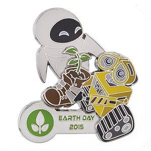 Disney Earth Day Pin - 2015 Wall-E and Eve