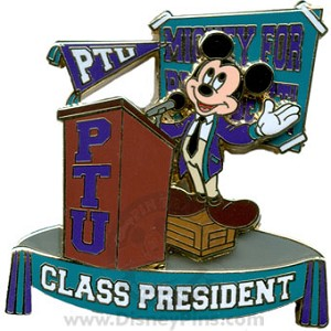 Disney Pin Trading University Pin - Yearbook - Mickey Mouse